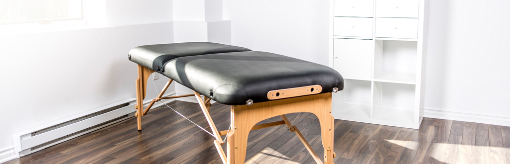 Qualified sports massage therapists can work in various clinics