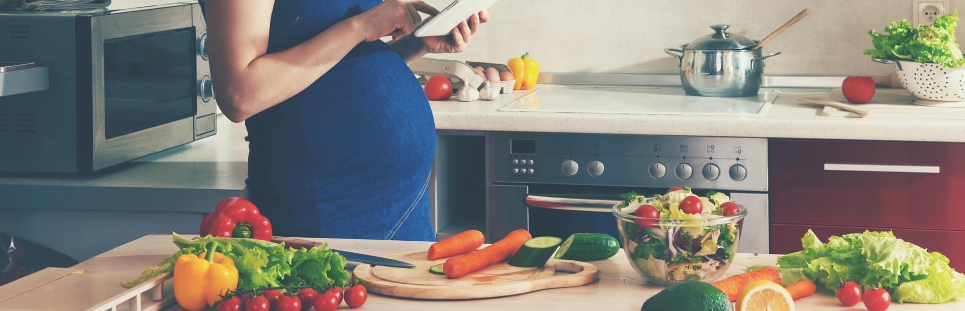 Pregnant women eating